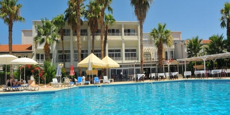 Hotel_Pool_1.jpg